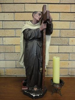 English: Statue of St. John of the Cross at Ca...