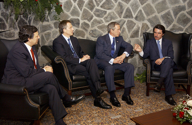 https://i0.wp.com/upload.wikimedia.org/wikipedia/commons/thumb/6/61/Bush%2C_Barroso%2C_Blair%2C_Aznar_at_Azores.jpg/800px-Bush%2C_Barroso%2C_Blair%2C_Aznar_at_Azores.jpg