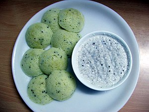 English: Idli with Coconut chutney