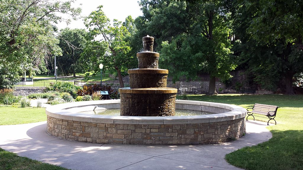 Downtown Springs Fountain Siloam