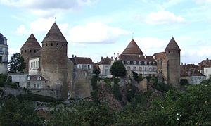 English: Tours de Semur-en-Auxois, Semur-en-Au...