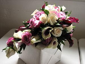 "A cascading flower bouquet en . {| align=""..."