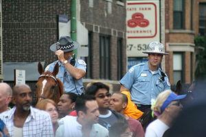 English: Chicago police officers on horseback,...