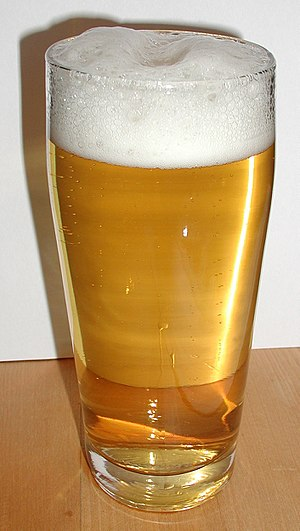 A glass of helles