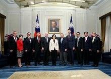 President Tsai meets with U.S. Senate delegation led by John McCain, 5 June 2016