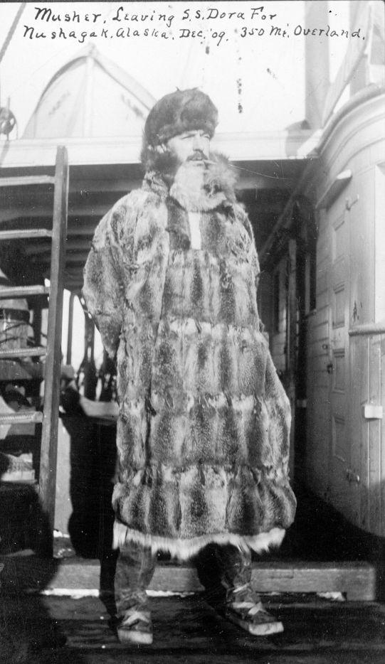 Alaska musher in 1909.jpg