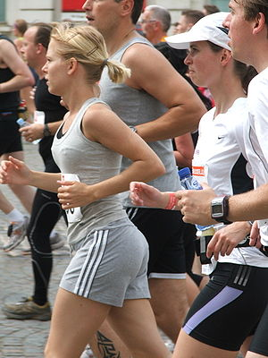 People running at the 2007 20 kilometer road r...