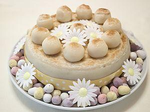Decorated Simnel cake (14173161143).jpg