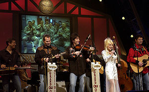 Country star Dolly Parton sings on stage durin...