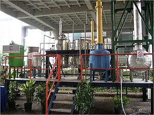 Bahasa Indonesia: Pabrik pembuatan biodisel ja...