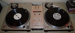 English: Set of Technics 1200 turntables with ...