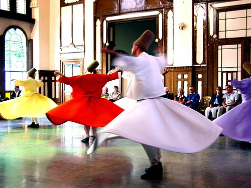 https://i0.wp.com/upload.wikimedia.org/wikipedia/commons/thumb/6/64/Whirling_Dervishes_2.JPG/500px-Whirling_Dervishes_2.JPG
