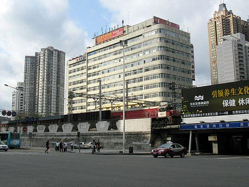MTR Freight Train & Diesel Locomotive at Jianshe Road Shenzhen (photo by Baycrest, via Wikimedia Commons)