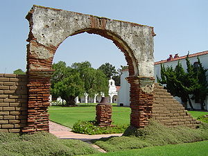 English: The courtyard of Mission San Luis Rey...