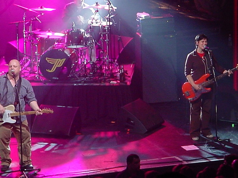 "//upload.wikimedia.org/wikipedia/commons/thumb/6/65/Pixies_in_Kansas_City%2C_October_1%2C_2004.jpg/800px-Pixies_in_Kansas_City%2C_October_1%2C_2004.jpg"" cannot be displayed, because it contains errors."