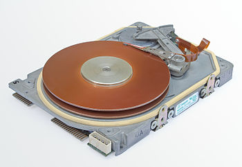 Image of a dismantled Seagate ST-225 harddisk....
