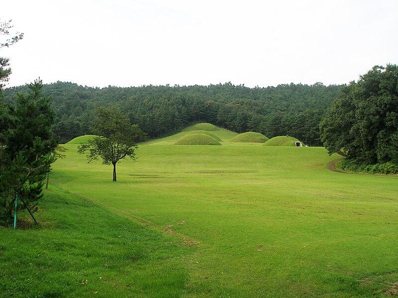 File:Tombs in Neungsan-ri, Buyeo, Korea.jpg