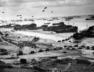 Landing craft and tanks at Omaha beach during ...