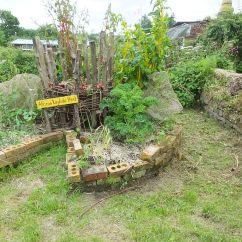 Kitchen Design Center Collapsible Table Keyhole Garden - Wikipedia