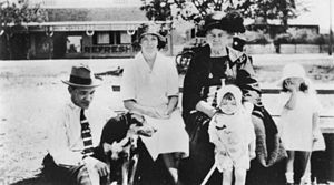 English: Watson family members, Cribb Island, ...