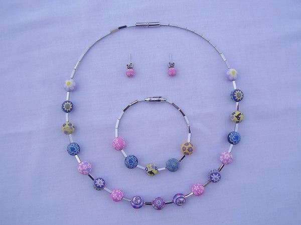 Costume Jewelry - Wikipedia