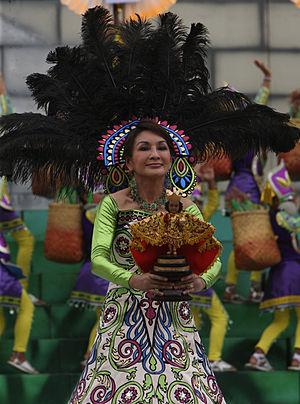 English: Governor Gwen Garcia, Sinulog 2010, C...