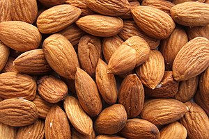 English: Shelled almonds (Prunus dulcis) Itali...