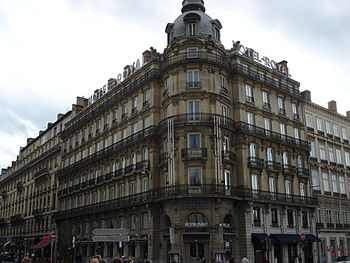 Français : Façade du 20, place Bellecour à Lyo...