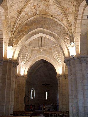 English: Nave central y cabecera de la iglesia...