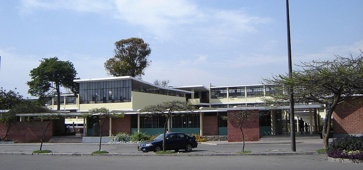 Facultad de Arquitectura Urbanismo y Artes Universidad