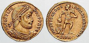 Sólido de Juliano (c. 361). En el reverso se representan las fuerzas militares del Imperio Romano.
