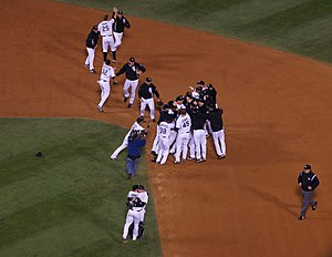 English: The Chicago White Sox celebrate after...