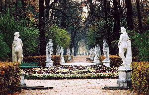 English: Summer Garden in St Petersburg.
