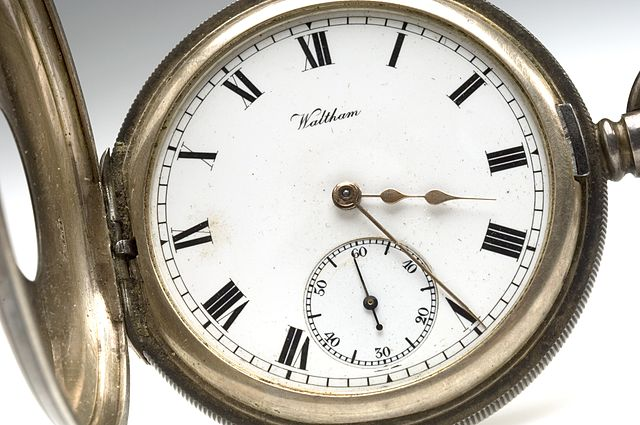 https://i0.wp.com/upload.wikimedia.org/wikipedia/commons/thumb/6/6a/Pocket_watch_from_Sir_Henry%27s_pocket_at_his_death_Wellcome_L0044019.jpg/640px-Pocket_watch_from_Sir_Henry%27s_pocket_at_his_death_Wellcome_L0044019.jpg