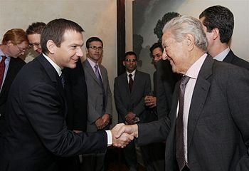 English: Bajnai has met George Soros in New York