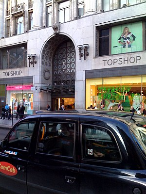 English: The outside of oxford street london s...