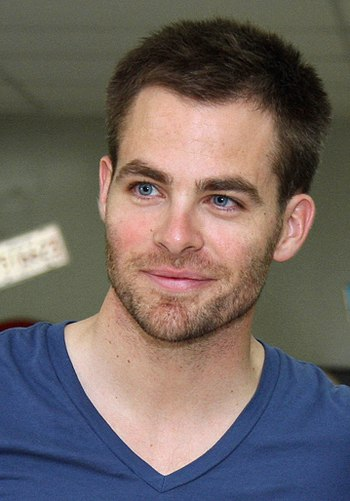 English: Chris Pine poses for a photograph at ...