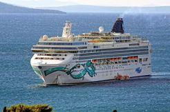 Norwegian Jade (ship, 2006) IMO 9304057; in Split, 2011-10-10; (1).jpg