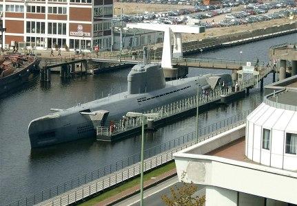 Top Ten Nazi Super Weapons, Submarine