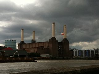https://i0.wp.com/upload.wikimedia.org/wikipedia/commons/thumb/6/6c/Battersea_Power_Station_pig_1.jpg/320px-Battersea_Power_Station_pig_1.jpg