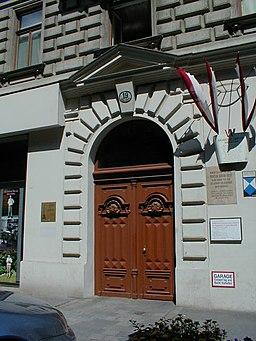 https://i0.wp.com/upload.wikimedia.org/wikipedia/commons/thumb/6/6c/Freuds_House.jpg/256px-Freuds_House.jpg