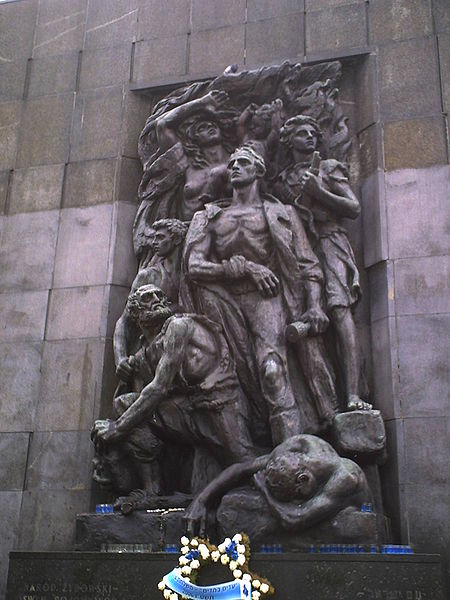 Archivo:Monument of ghetto uprising.JPG