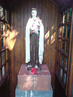 Statue of St Therese of Lisieux, in the Padre ...