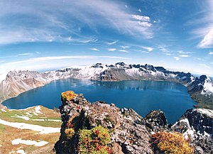 English: A crater lake at Tianchi (Heaven Lake...