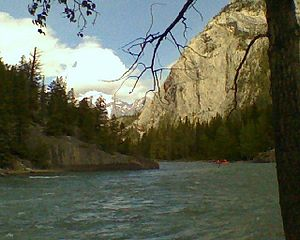 English: The Bow River in Banff, Alberta, Canada.