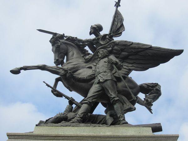 California Volunteers Sculpture - Wikipedia