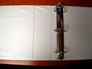 English: D-ring type 3 ring binder (opened)