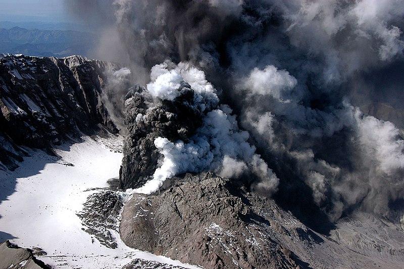 File:MSH04 crater eruption image 1213PDT 10-01-04.jpg