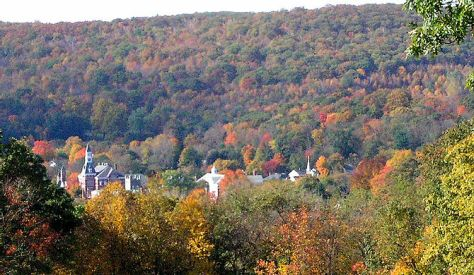 English: An October 2003 view of Thomaston, Li...