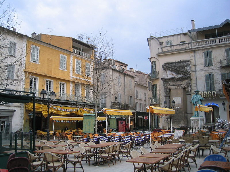 File:Arles-PlaceDuForum.jpg